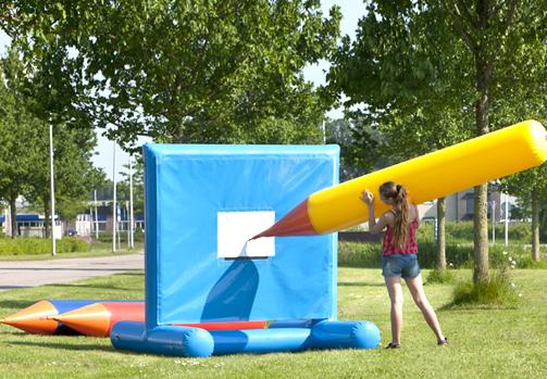 Location jeu crayon gonflable - Nancy (Lorraine)
